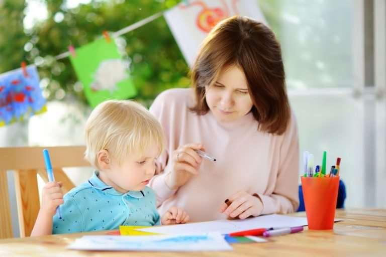 Cum să câștigi mai mult din babysitting: cursuri de calificare și certificări folositoare