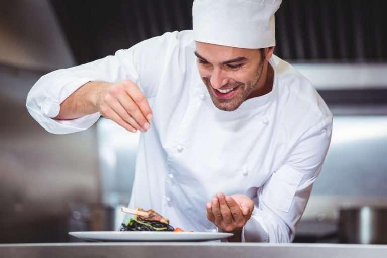 Cum scrii CV-ul și scrisoarea de intenție dacă vrei să te angajezi ca bucătar