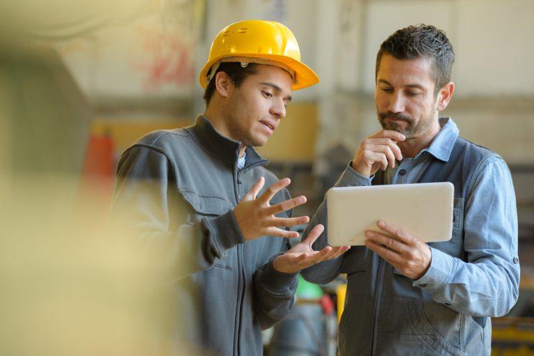 Ce caută azi angajatorii la un meseriaș și pentru ce plătesc mai bine