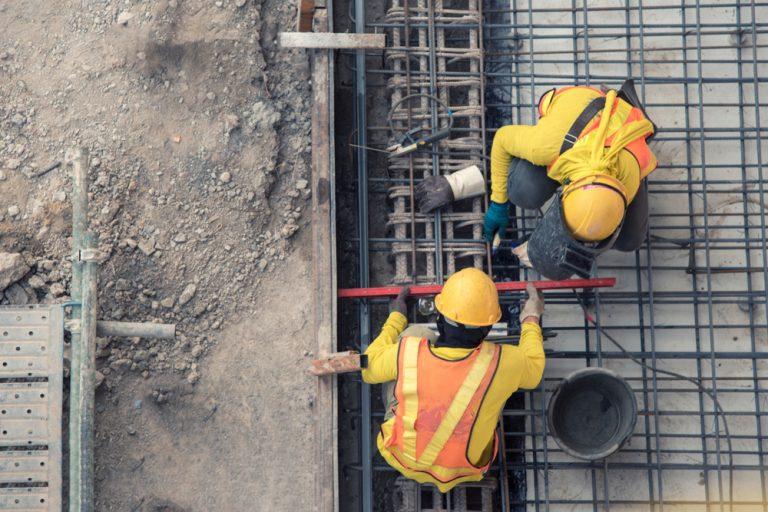 Joburi în construcții: ce ar trebui să știi dacă vrei să te angajezi ca inginer, fierar-betonist sau zidar