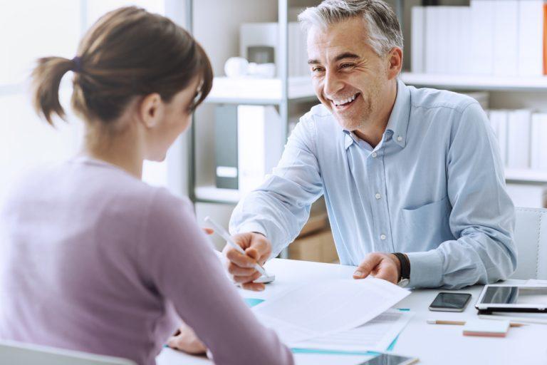 Contractul individual de muncă – ce trebuie să știi despre el, de câte tipuri e, ce trebuie să conțină