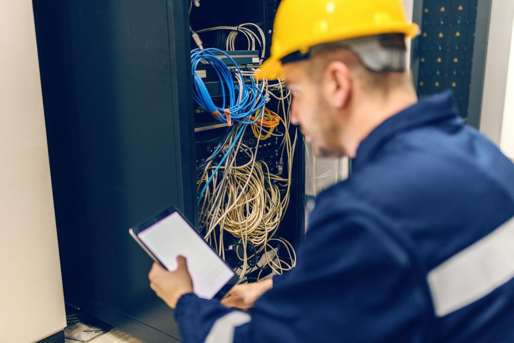 3 motive ca sa te faci electrician - Marketing România - soluții inteligente pentru afacerea ta!