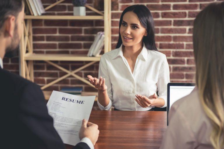 Cum să îți negociezi salariul în funcție de experiență și industrie