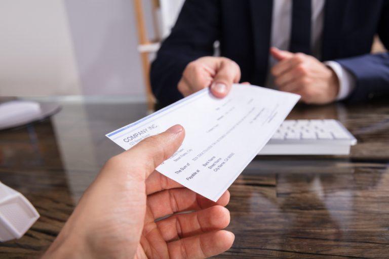 Ce salarii poți câștiga în 2019 pentru cele mai căutate joburi: șofer – menajeră – meseriaș în construcții