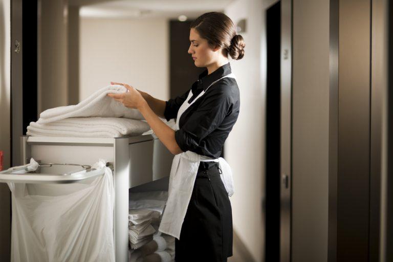 Jobul de cameristă: ce pregătire presupune și ce beneficii îți aduce
