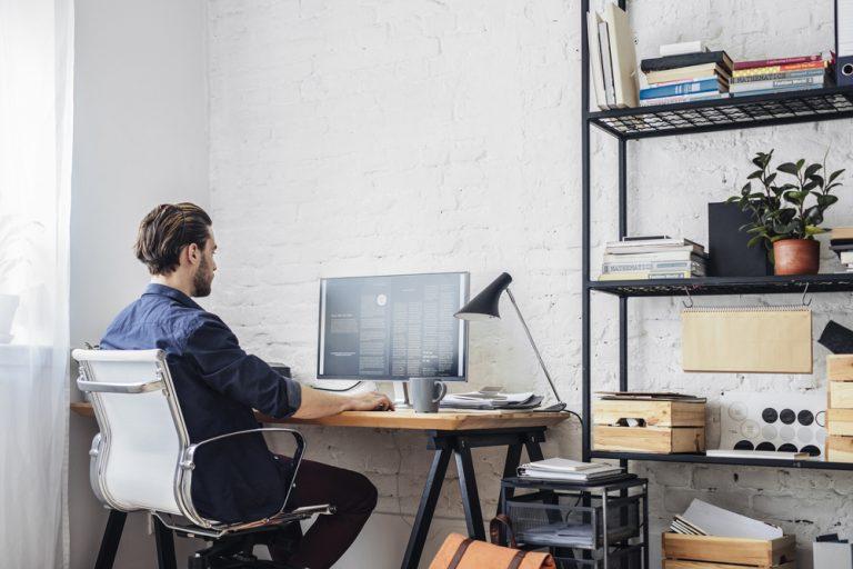 Surse de venit pe care le poți avea fără obligativitatea unui contract de muncă: drepturi de autor, PFA și SRL