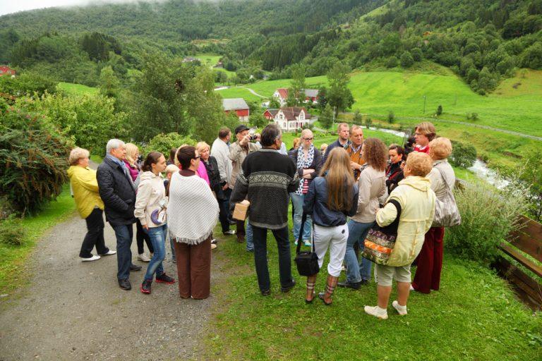 De ce să alegi un job de ghid turistic – principalele avantaje și detalii mai puțin știute