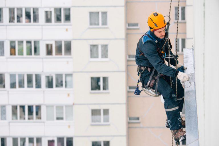 Ce te așteaptă la un post de alpinist utilitar: avantaje, dezavantaje și detalii mai puțin știute