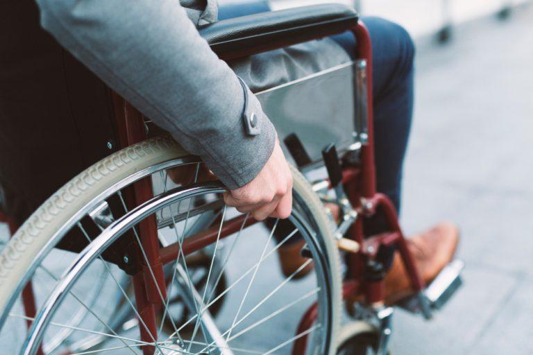 Pensia de invaliditate – cât poți primi și cum o obții