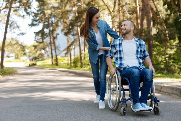 Ajutoare financiare pentru persoanele cu handicap: ce valoare au și cum se acordă