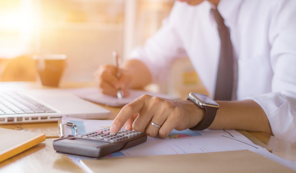 Cum devii contabil