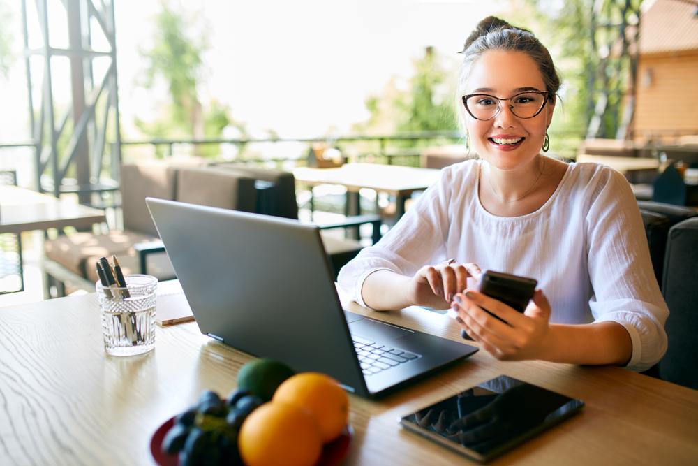 Cel mai bun loc de muncă de la domiciliu: găsiți lucrări la distanță și faceți bani online