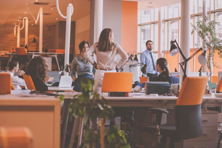 Închirierea forței de muncă – ce este, prevederi legale, cum funcționează în vremuri de criză