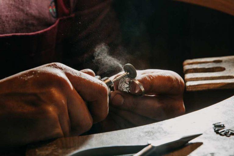 Meseria de bijutier: descriere, salariu, aptitudini