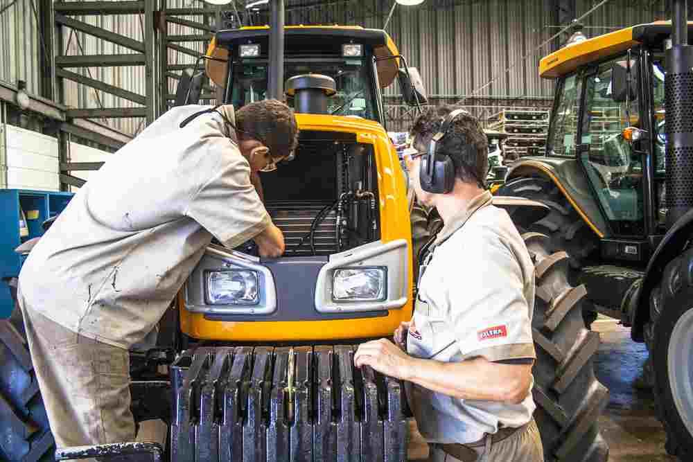 Ce salariu are un mecanic agricol