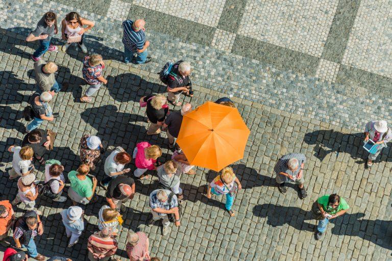 Ghidul de turism – ce presupune această meserie, cât poți câștiga și ce aptitudini îți sunt necesare
