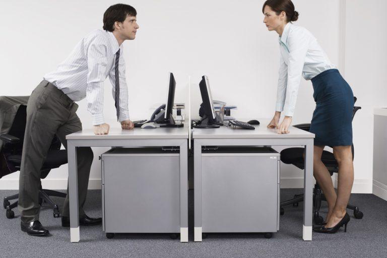 Relația cu superiorul: cum o gestionezi în caz de conflict și cum te afectează