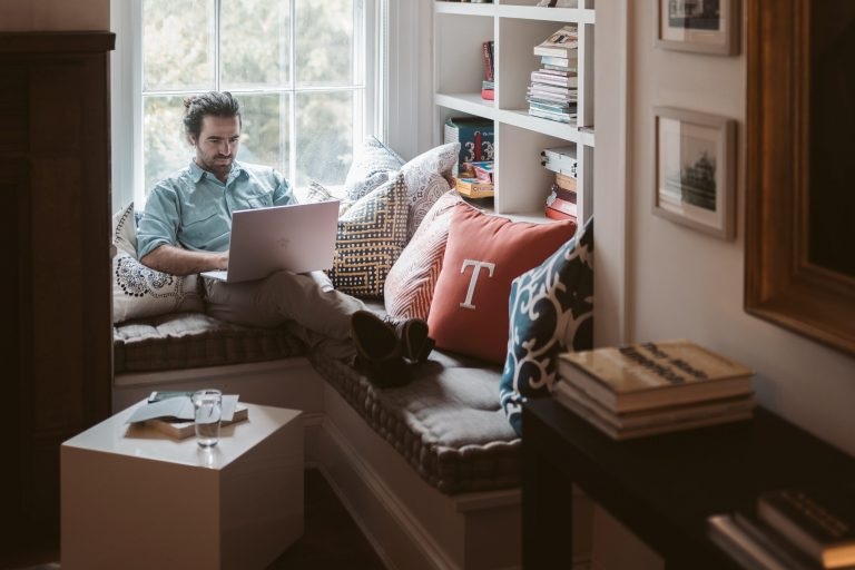 10 obiceiuri care te ajută să gestionezi mai bine etapa de work from home