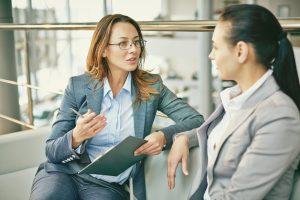 cum poti aborda o conversatie dificila cu seful tau
