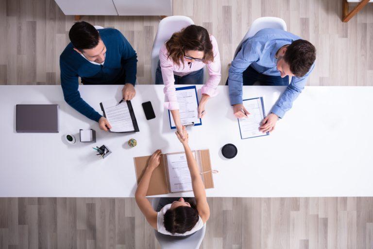 Cum scrii un anunț de angajare care să atragă cei mai buni angajați