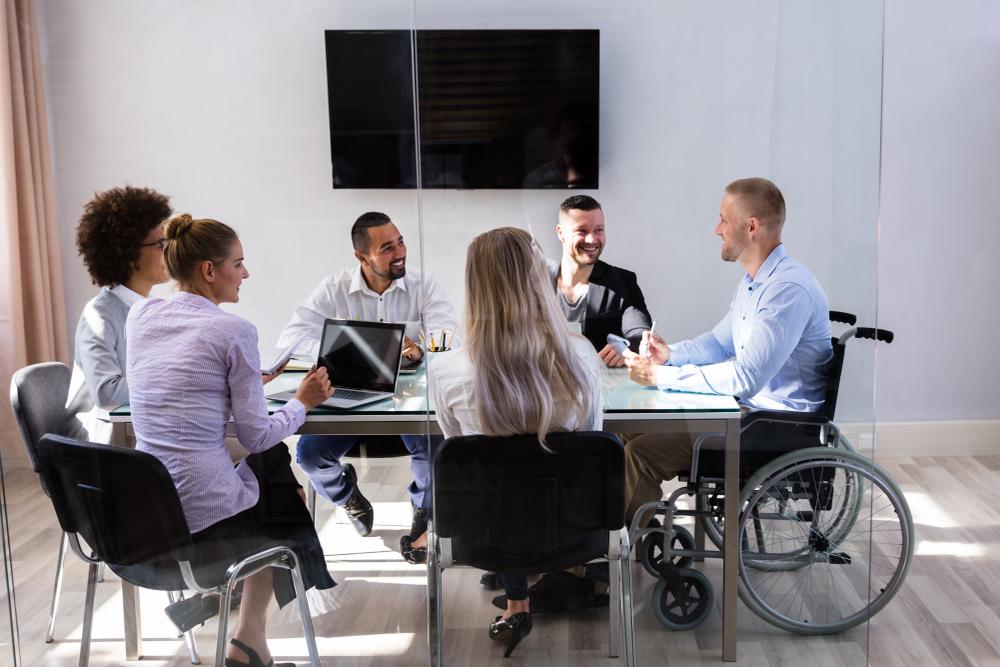 Cum comunici eficient la locul de munca daca esti o persoana cu dizabilitati
