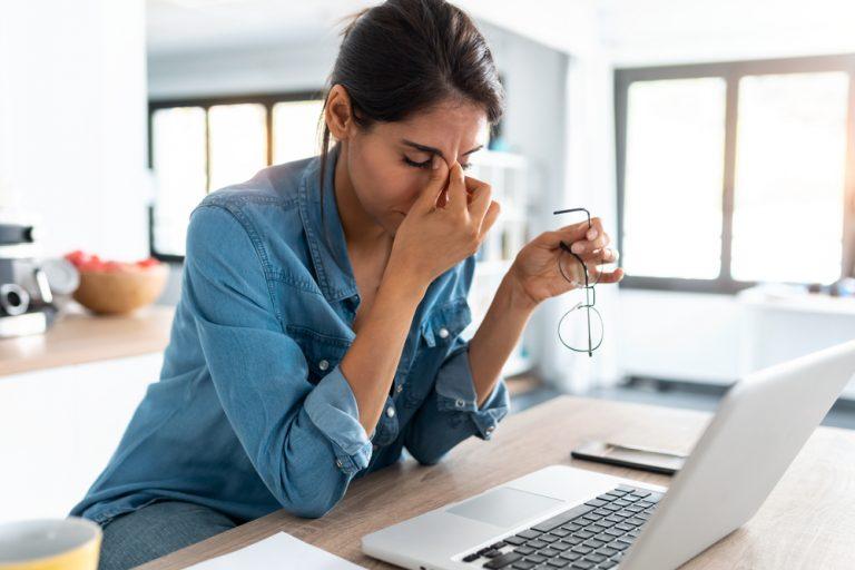 Plafonarea la locul de muncă: ce este, cum o eviți, soluții