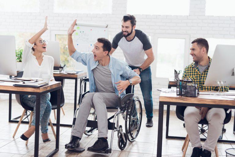 Cum îți poți dezvolta aptitudinile profesionale: trucuri pentru persoanele cu dizabilități