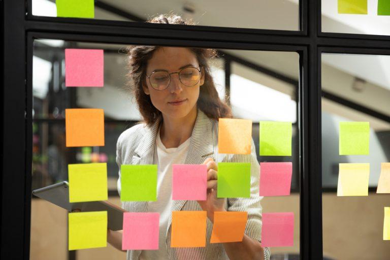 Trucuri de productivitate ale unor oameni de succes – cum să le urmezi exemplul