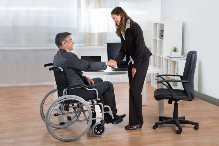 Cum și când discuți despre dizabilitatea ta cu un posibil angajator